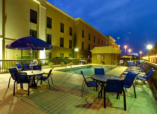 Hampton Inn & Suites Lady Lake/The Villages: Pool area