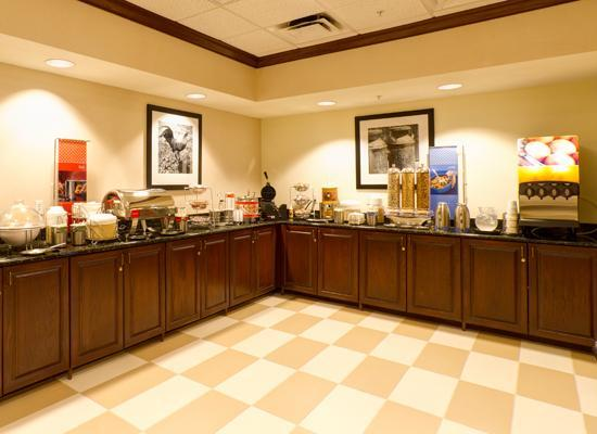 Hampton Inn & Suites Lady Lake/The Villages: Breakfast bar