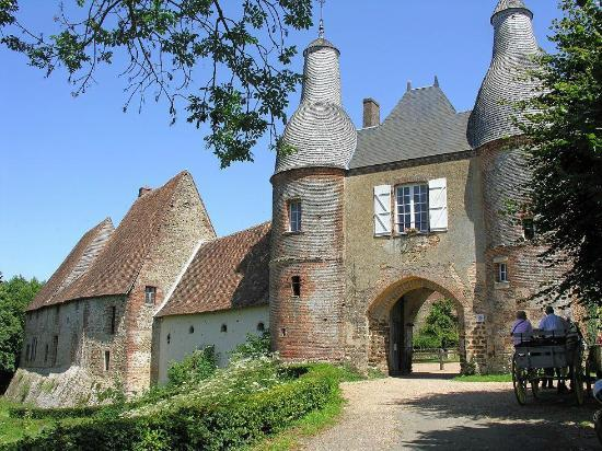 Centre-Val de Loire, France: Entrance to the Knight Templars Fortress of Arville