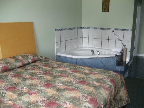Perth Plaza Motel: jacuzzi