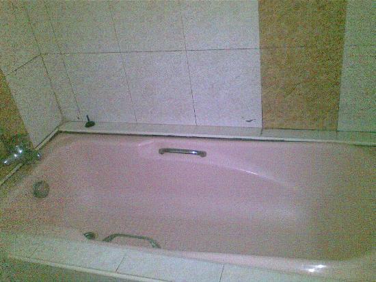 Goldkist Beach Resort: BATH TUB