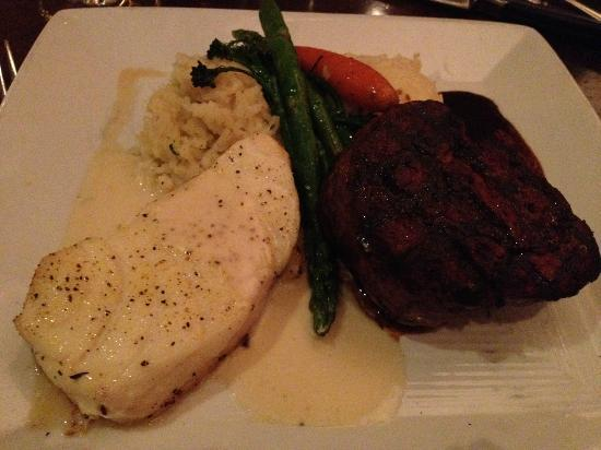 Citrus City Grille: Grilled filet and Chilean sea bass