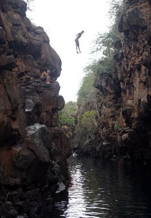 Puerto Ayora, Ecuador: Local kid jumping into Las Grietas