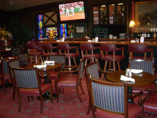 Ken's Steak House: I love the club atmosphere in the bar at Ken's