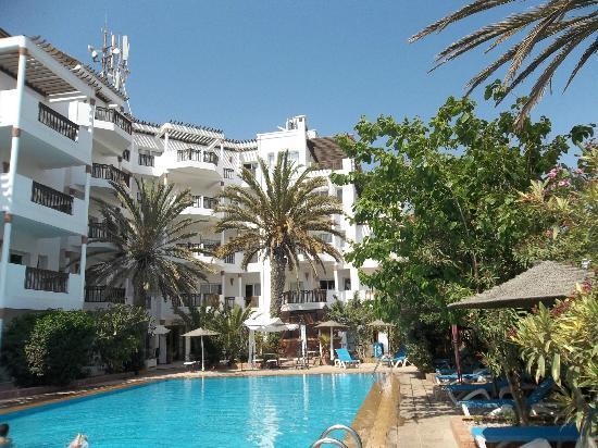 Flathotel Residence : pool side