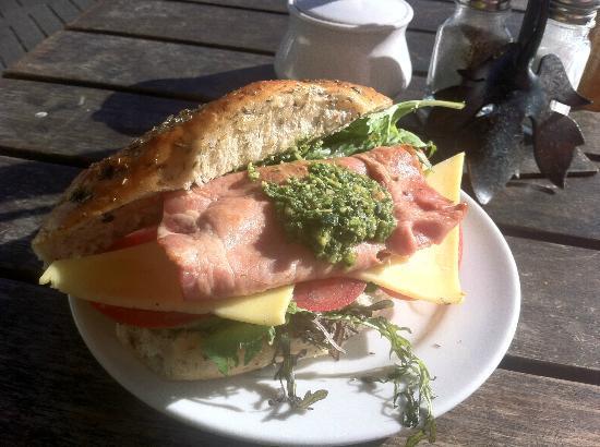 Devonport Stone Oven Bakery & Cafe: Bacon pesto sandwich