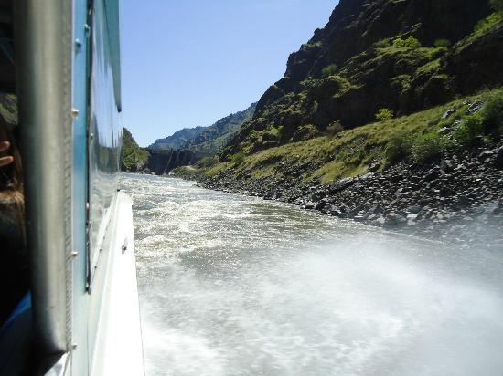 Hells Canyon Adventures: a view of Hell's Canyon from the water