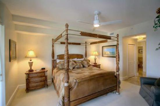 Mariner's Resort Villas & Marina: 2/2 Elevated Villa with Water View Bedroom