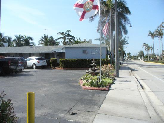The Caroline-Ocean Beach Hotels: Hotel view from the Ocean Drive sidewalk