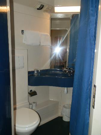 Hôtel Stars Bordeaux Gare : El minibaño. La ducha, solo con agua fría.