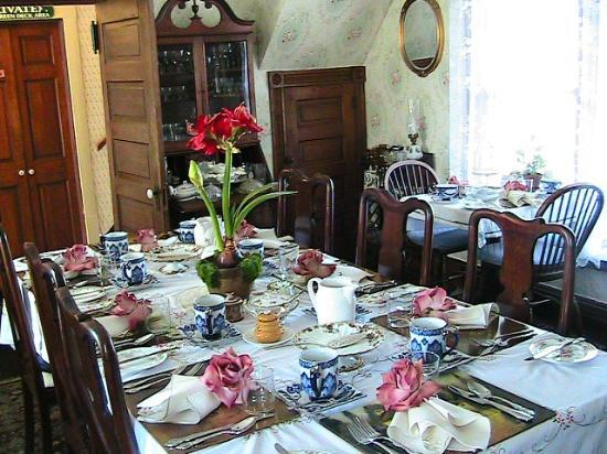 Miss Molly's Inn Bed & Breakfast: Dining Room