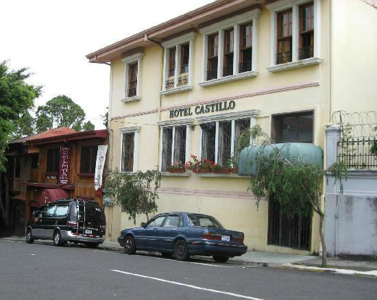 Hotel Castillo: Front view, easy to find