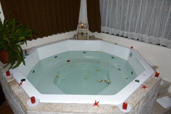 Encantada Casa Boutique Spa: Jacuzzi
