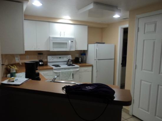 Vacation Village at Parkway: large kitchen