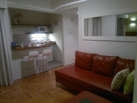 Didi Soho Hotel: Vista antesala e cozinha