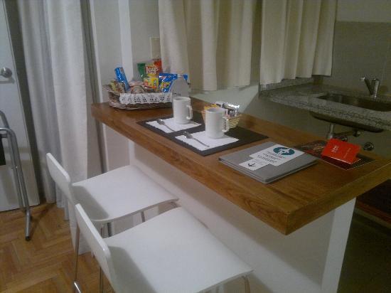 Didi Soho Hotel: Bancada da cozinha quando cheguei