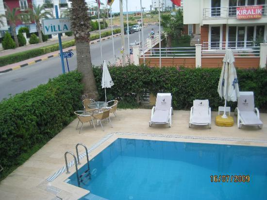 Hotel Villa Atac: beach is about 200 meters from hotel