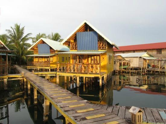 Bahia Del Sol: View of cabins from dock