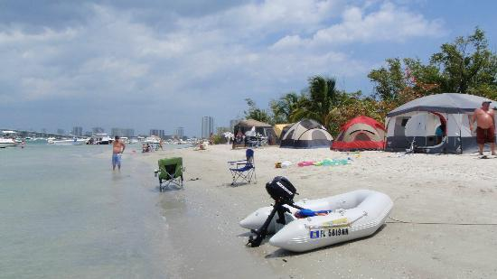 Riviera Beach, FL: camping on the beach