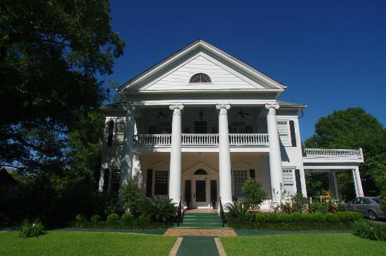 The Historic Michabelle Inn & Restaurant: the main house