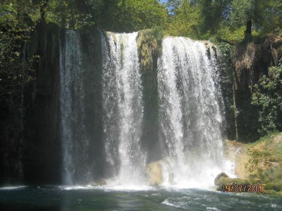 Elit Otel: water falls in antalya