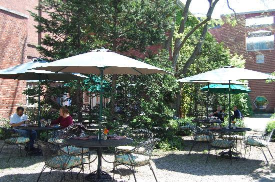 Hawthorne Hotel: Eat at our Garden Restaurant at the Peabody Essex Museum