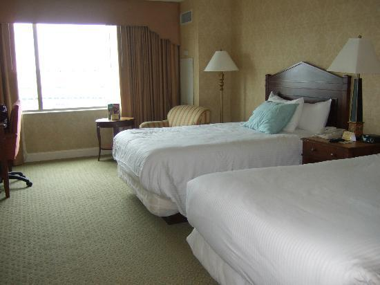 Dover Downs Hotel & Casino: Double Room with track view