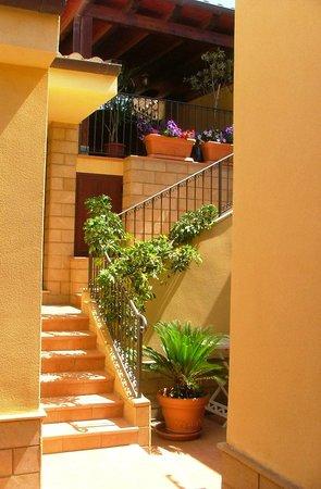 San Leone, Italia: Santa Rosa courtyard