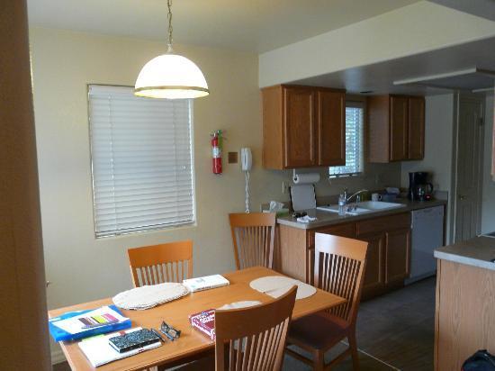 WorldMark Bass Lake: Kitchen/dining