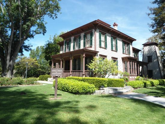 Pacifica Suites Santa Barbara: Historic house on the grounds