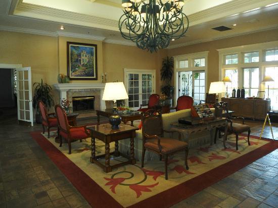 Pacifica Suites Santa Barbara: Lobby and reception area
