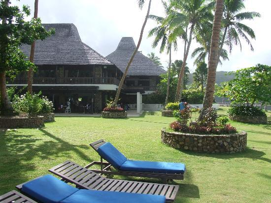 Naviti Resort: Very manicured grounds