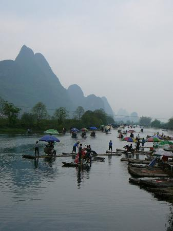 New Century Hotel: Bamboo rafting on nearby Yulong River