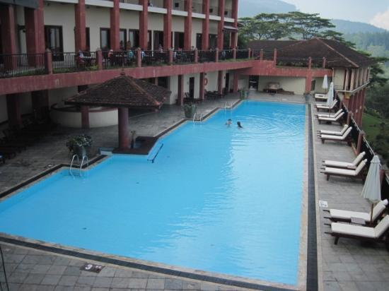 Amaya Hills: The pool