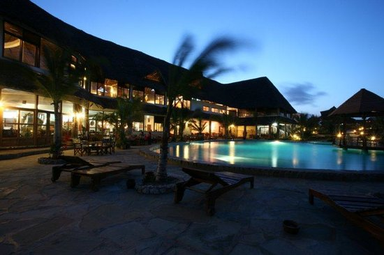 jacaranda beach Resort foto notturna