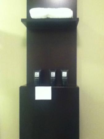Shelter Hotels Los Angeles: bathroom