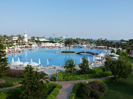 Miracle Resort Hotel: view of the pool and the sea