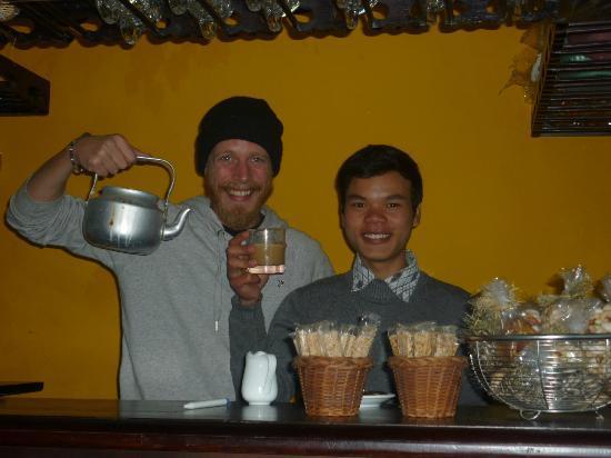 Sapa O'Chau Cafe: Making coffee in the cafe