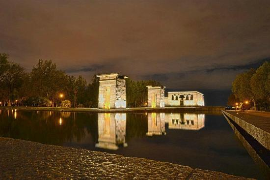 templo de debod debod by night