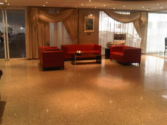 Golden Sands Hotel Apartments: Lobby