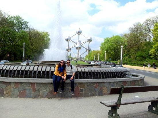Alma Hotel: In front of Atomium on the Brussels Tour