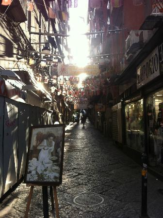 Spaccanapoli: Back street in Napoli