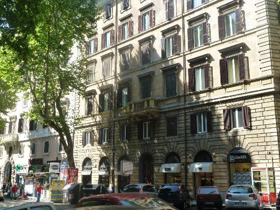 Conte House I: Budynek z zewnątrz