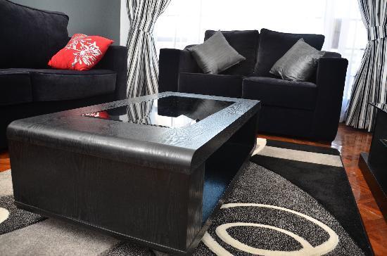 เมลโตเนีย ลักชัวรี่สวีทส์: Living room