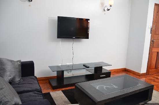Meltonia Luxury Suites: Living Room