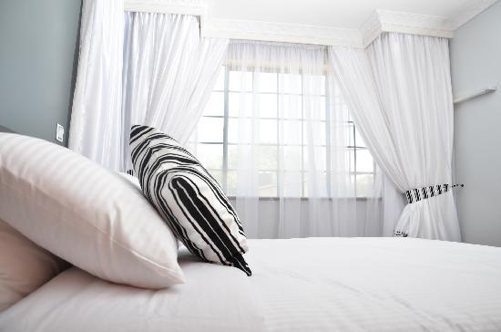 Meltonia Luxury Suites: Bedroom