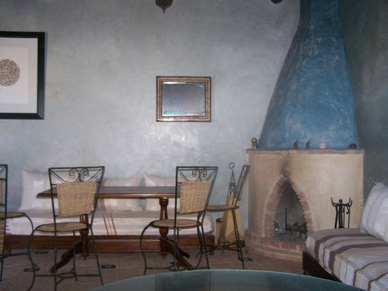 Riad La Rose des Vents : salon se trouvant sur la terrasse