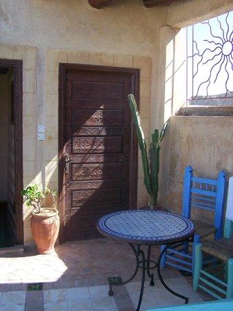 Riad La Rose des Vents : chambre donnant sur la terrasse