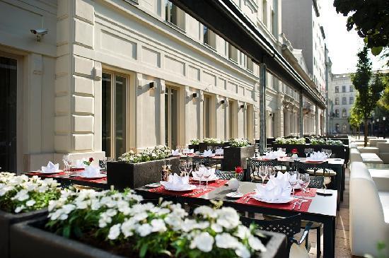 IBEROSTAR Grand Hotel Budapest: Restaurante exterior