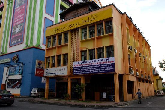 Singgahsana Lodge : outside